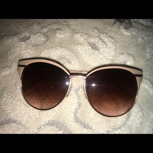 VINCE CAMUTO Cat Eye Sunglases